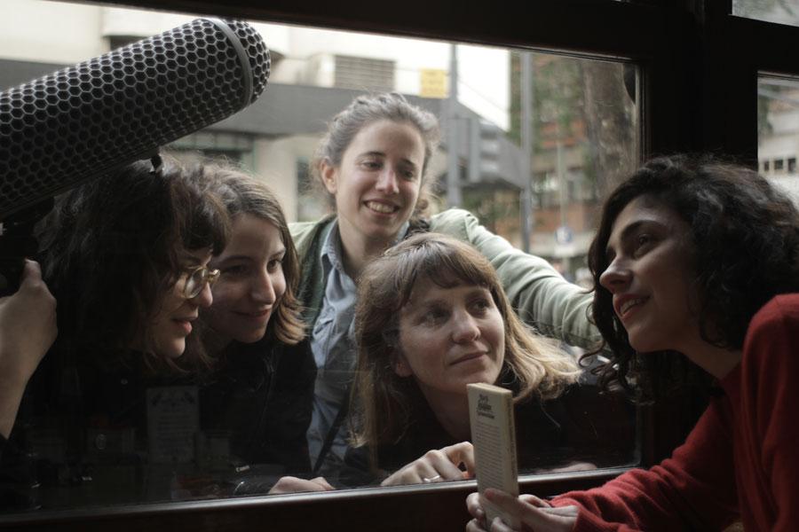 Las poetas visitan a Juana Bignozzi foto